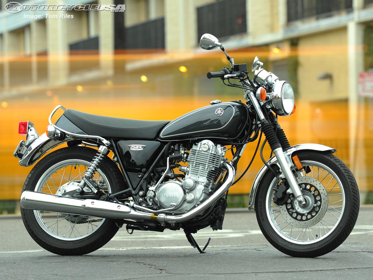 Yamaha SR400 – retro motorcycle