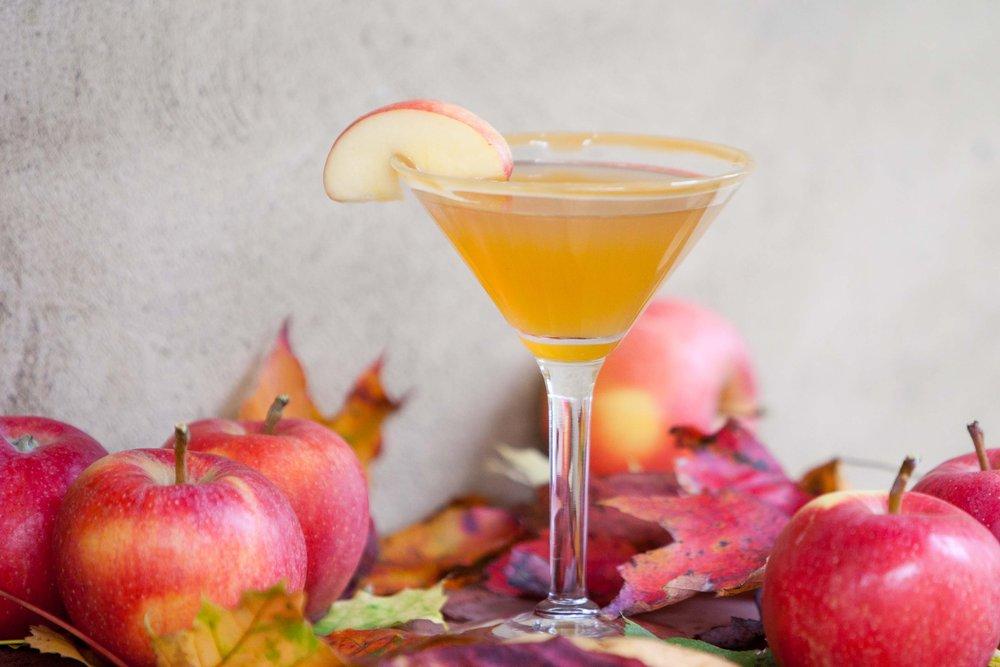 Caramel Apple Martini – autumn cocktail
