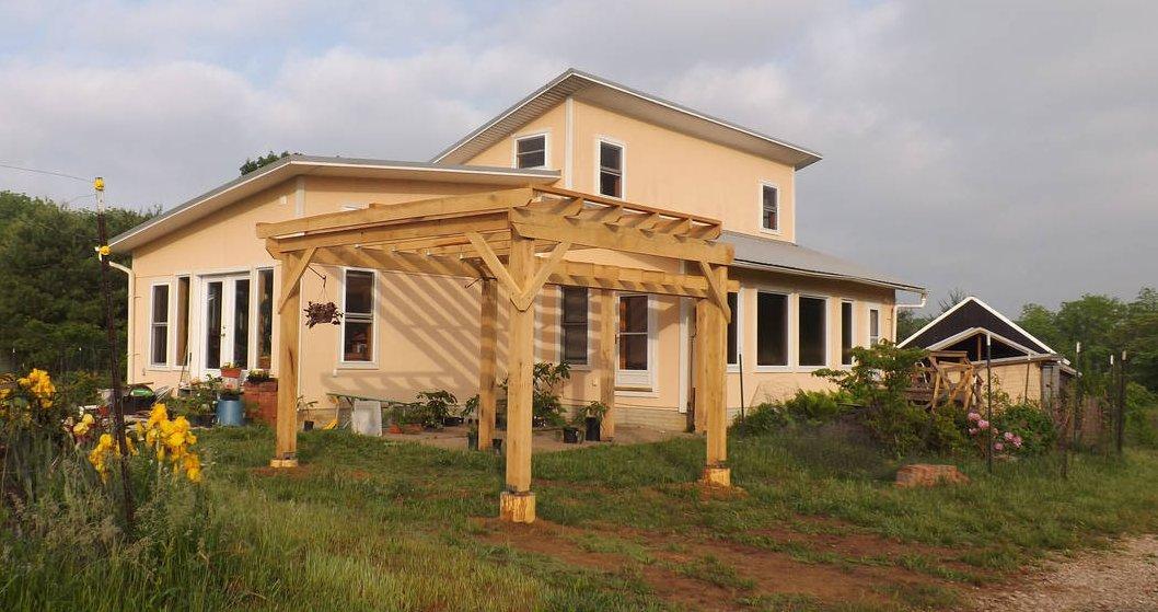 earthbag-sustainable-diy-house