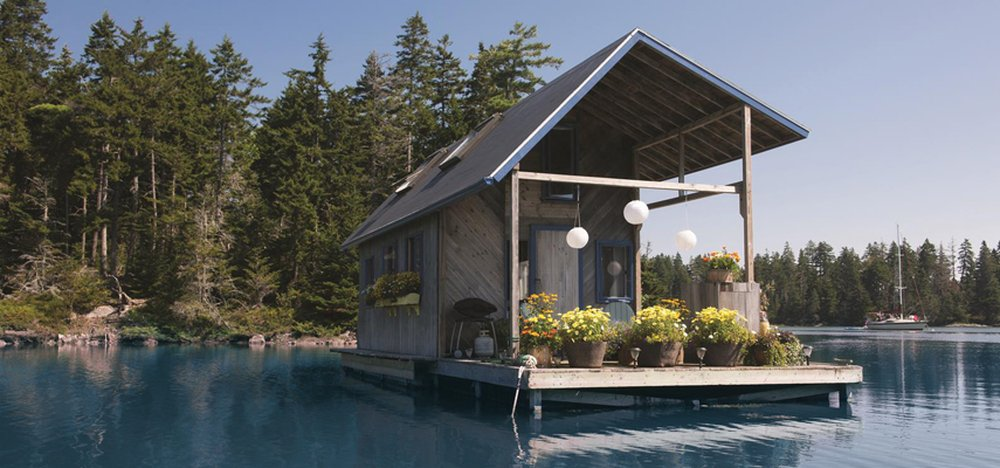 Floating Fortress – tiny home