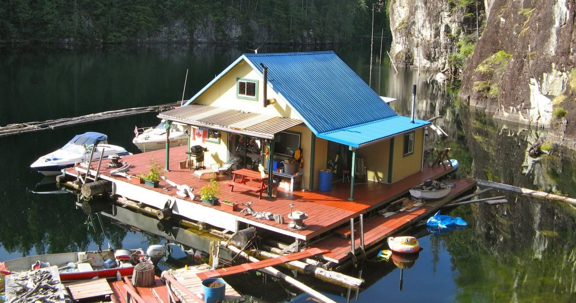 floating-homestead-sustainable-diy-house