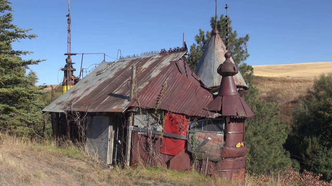 junk-castle-sustainable-diy-house
