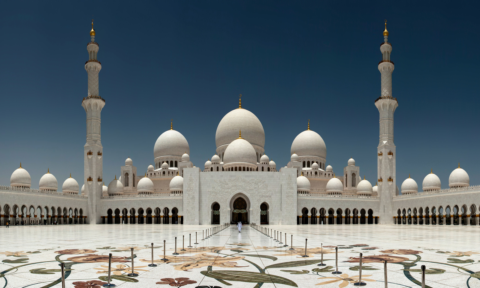 Sheikh Zayed Grand Mosque – beautiful religious site