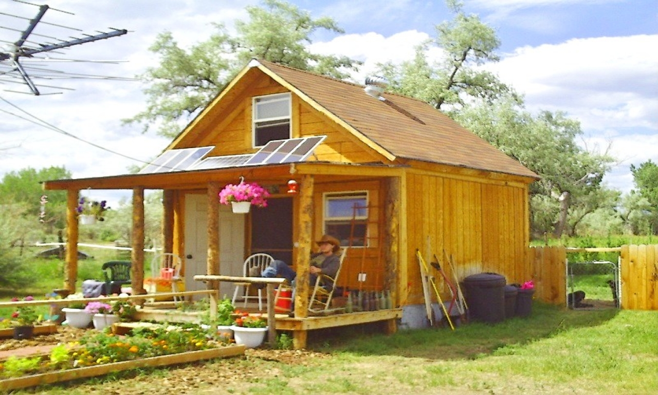simple-solar-cabin-sustainable-diy-house