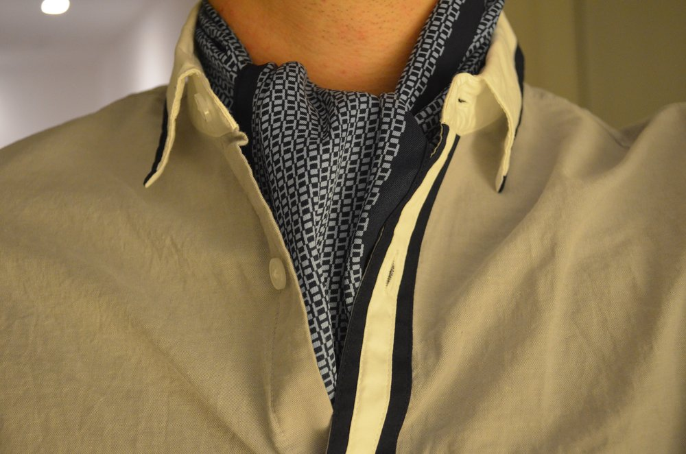 Ascot Knot – how to wear a scarf men