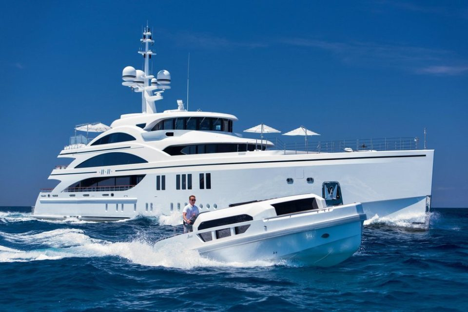 via yachtcharterfleet.com