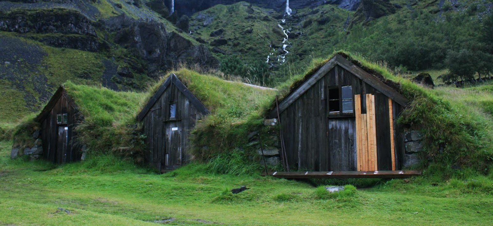 Icelandic Turf Houses – hobbit homes