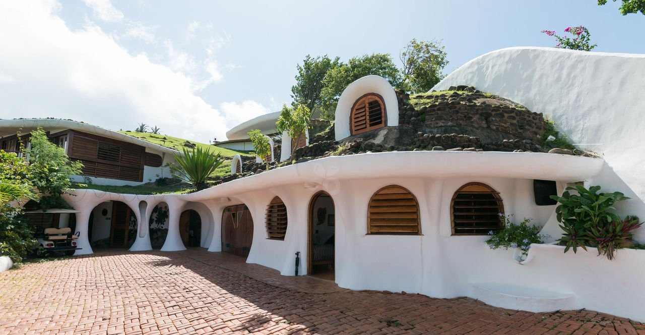 Mount Hartman Bay Estate – hobbit home