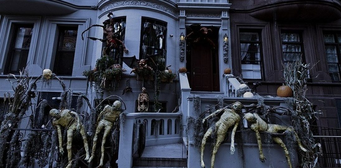23 Homes With Masterful Halloween Decorations