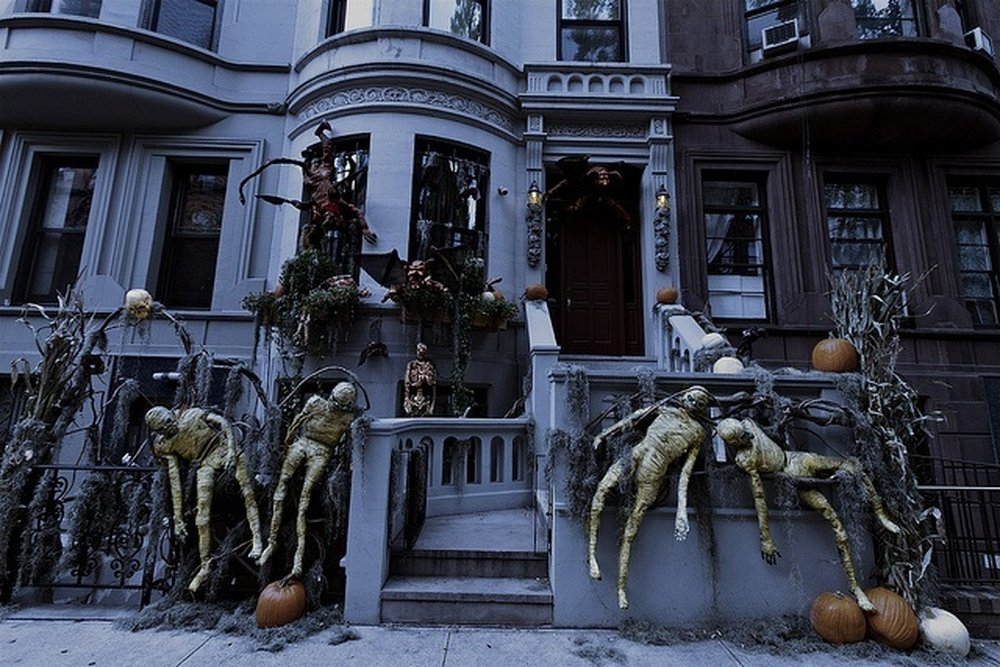 New York State of Mind – halloween decorations