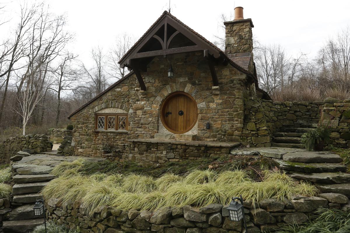 Peter Archer's J.R.R Tolkien Homage – hobbit home