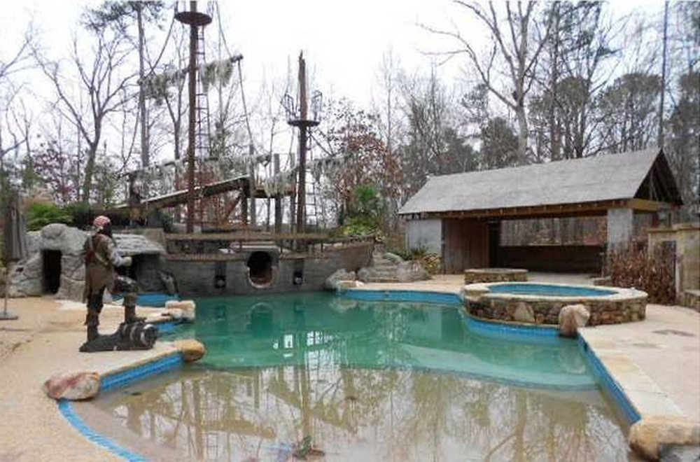 Pirates of the Caribbean Pool – house inspired by movie