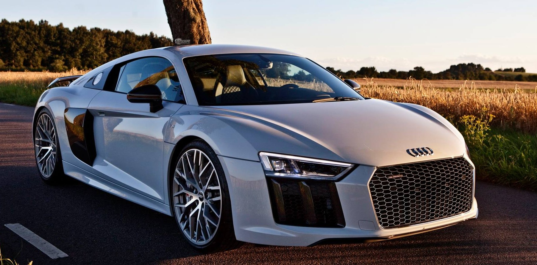 Audi R8 V10 Plus – supercar