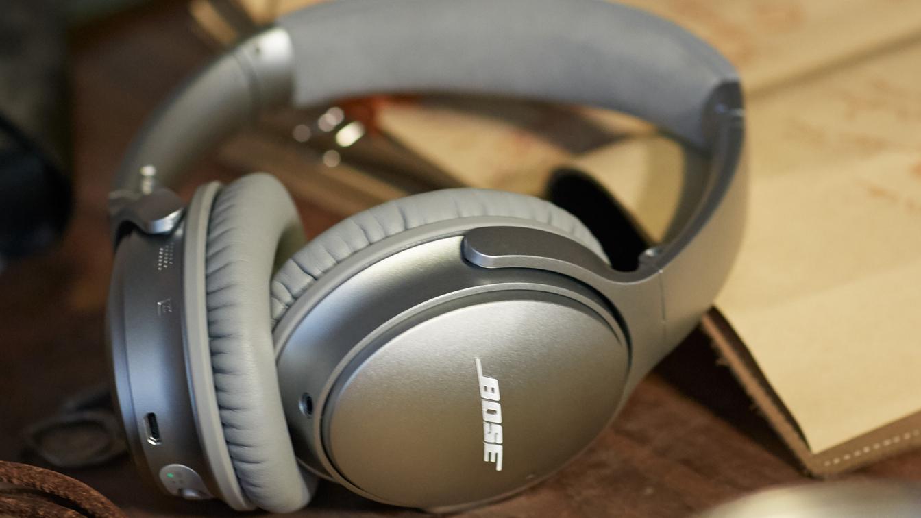 Bose QuietComfort Headphones – gift for traveler