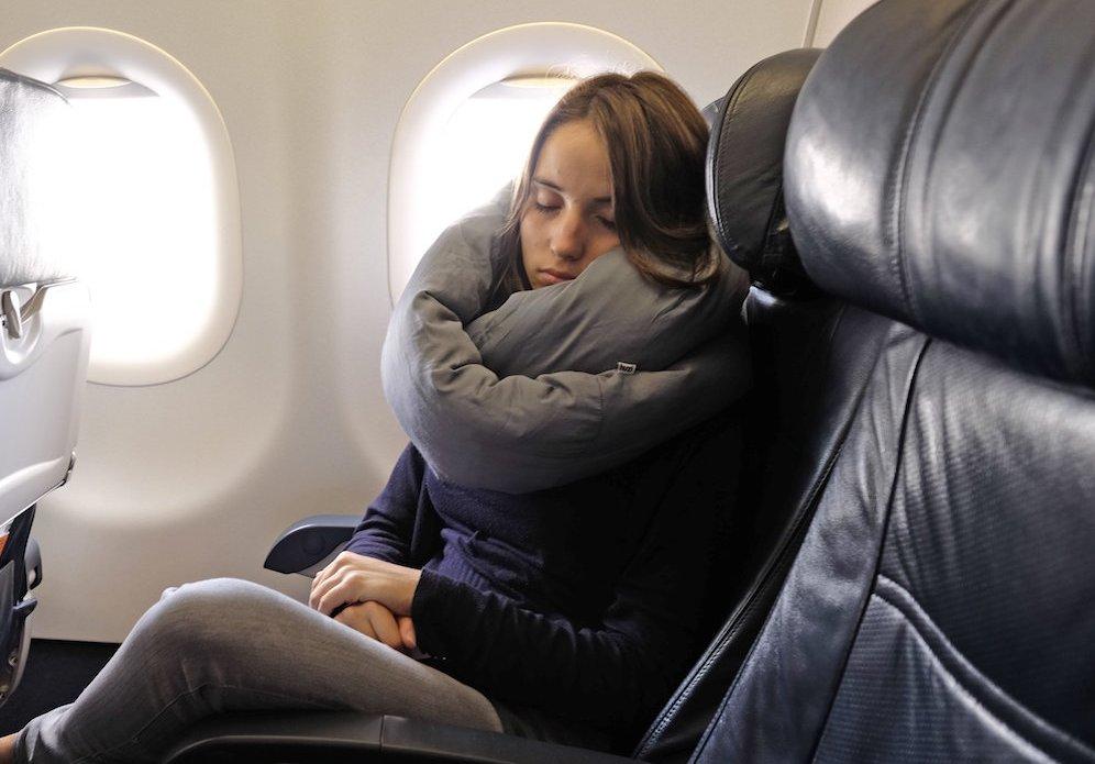 Huzi Design Infinity Pillow – gift for traveler