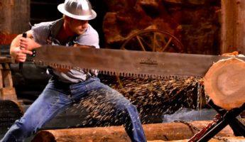 Lumberjack dangerous job 345x200 Worked to Death: 27 Most Dangerous Jobs in The World