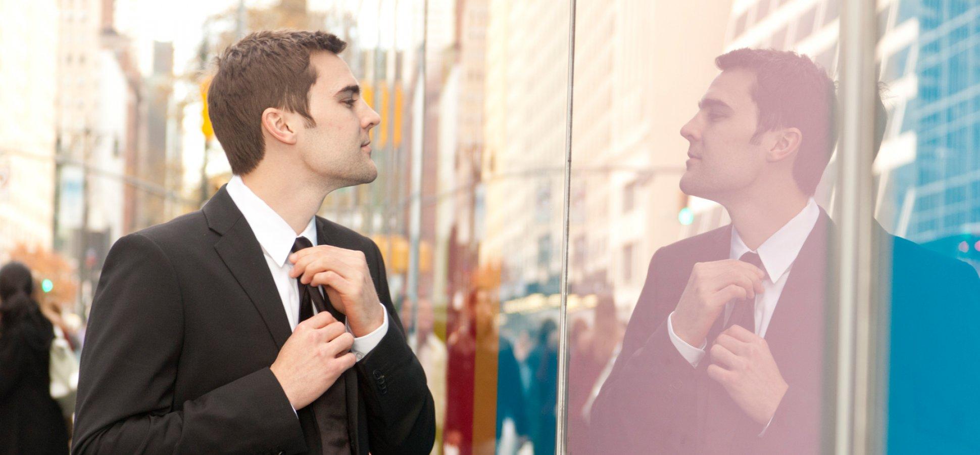 Mirror – proper tie length