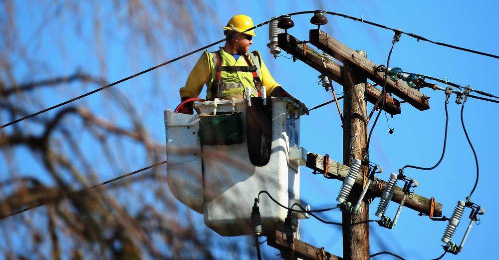 Powerline Installer – dangerous job