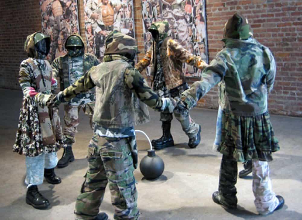 Guerra De La Paz Ring Around the Rosy – junk art