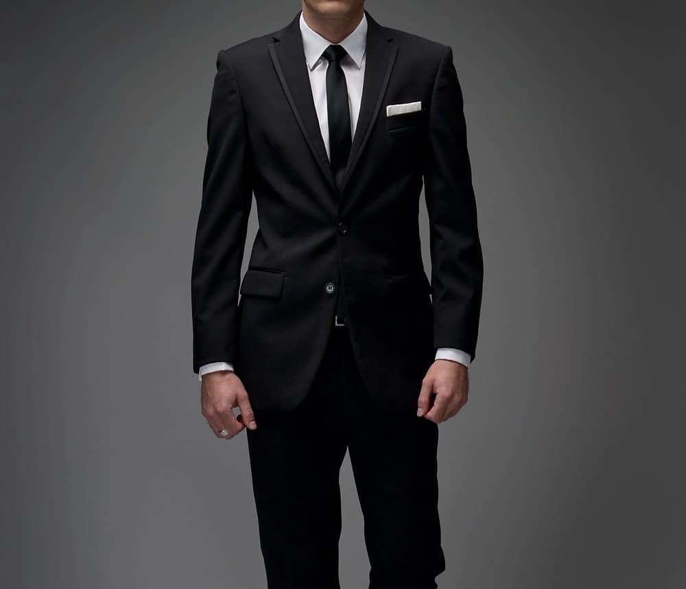 Black – how to wear a suit