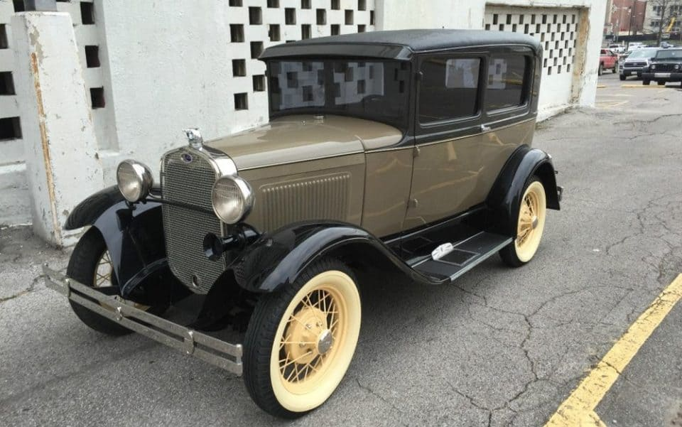 22 Vintage Cars You Should Add To Your Collection
