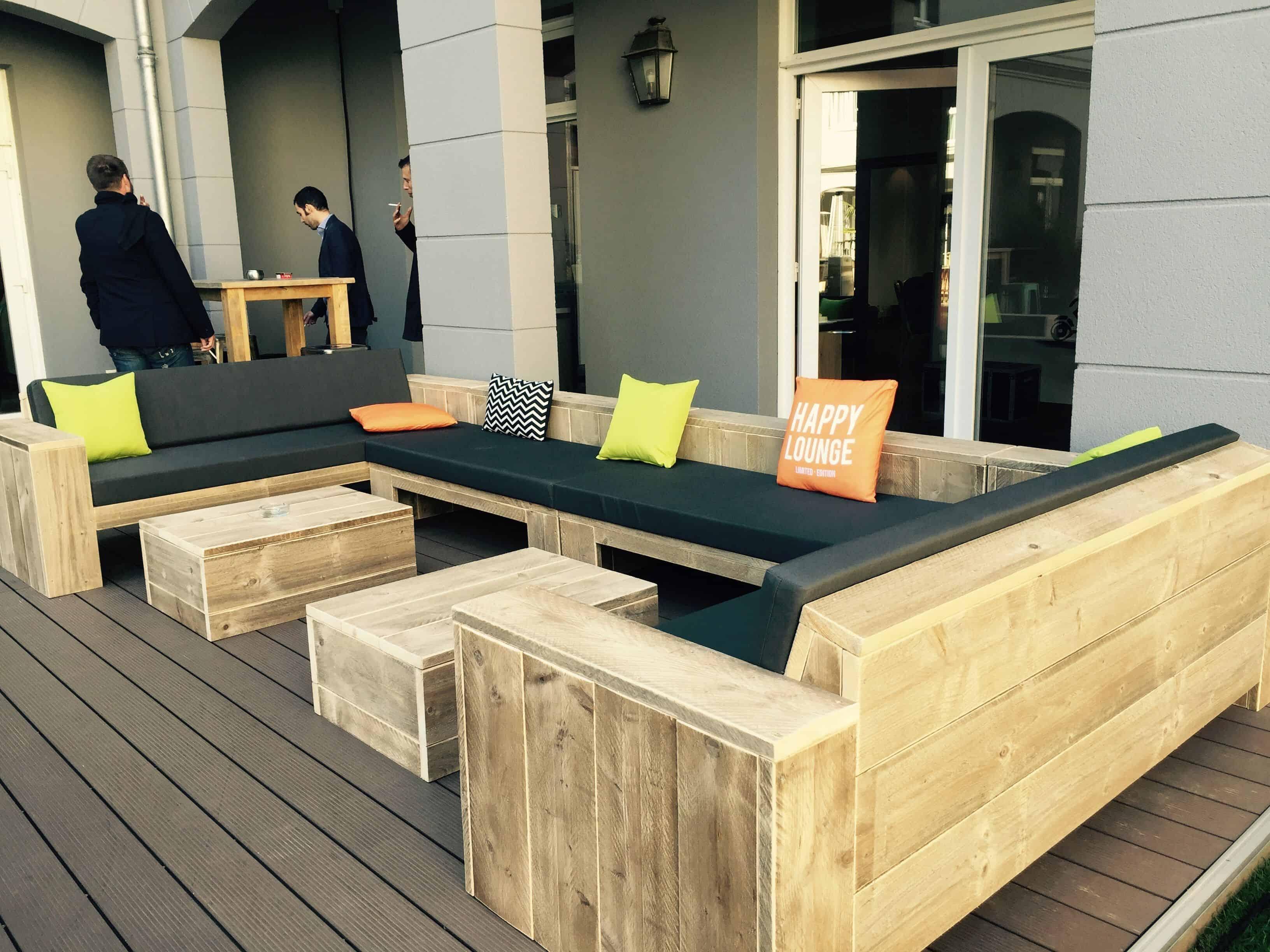 Comfy wooden bench – pentahotel paris