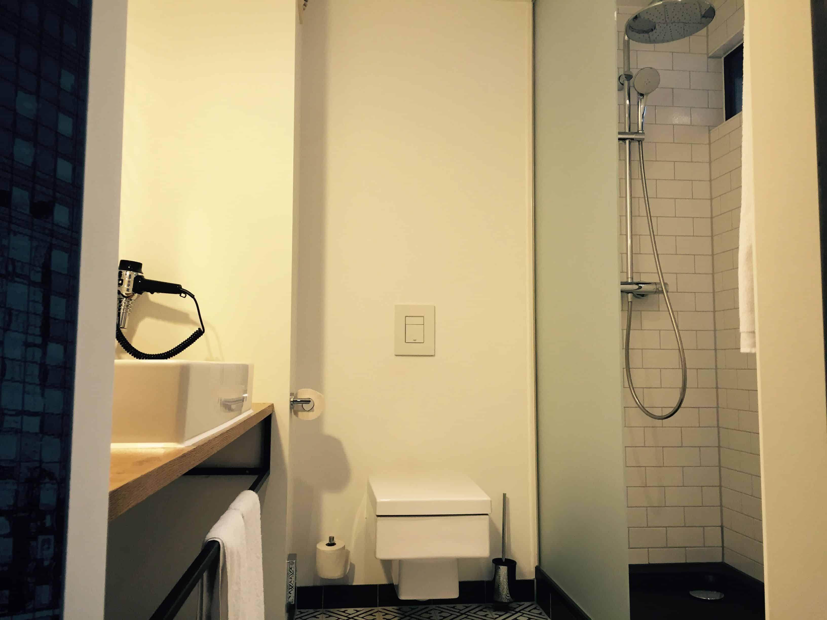 Modern industrial black and white bathroom