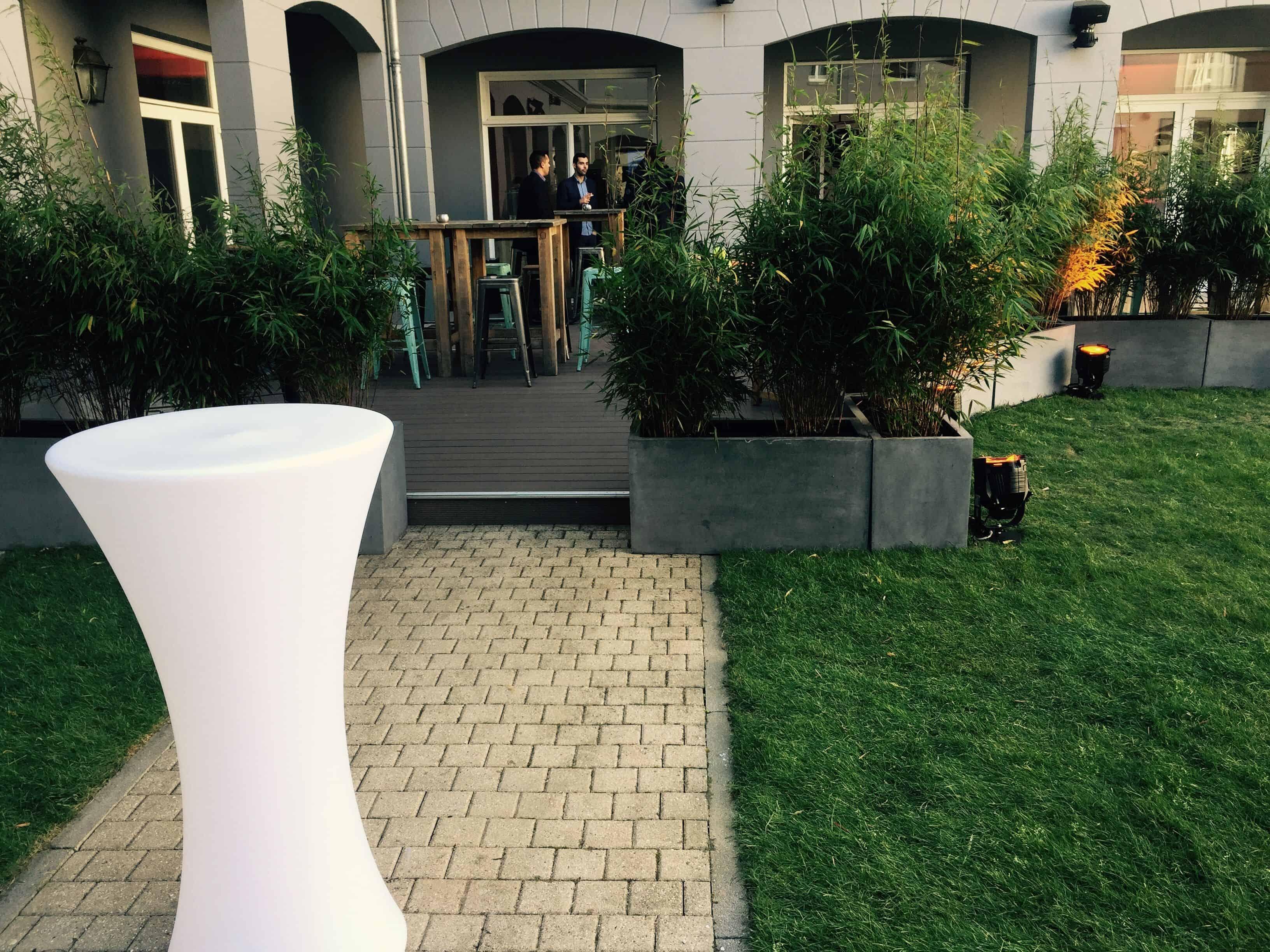 Outdoor garden arrangement with furniture – pentahotel paris