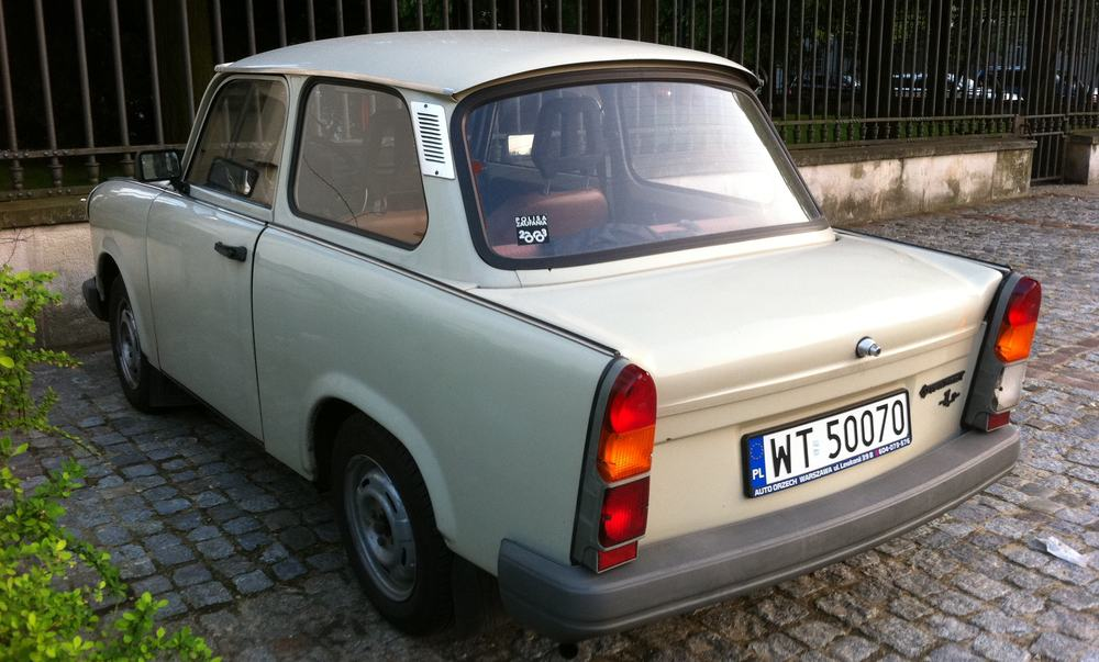 Trabant 1.1 sedan next to pałac Belwederski -rl