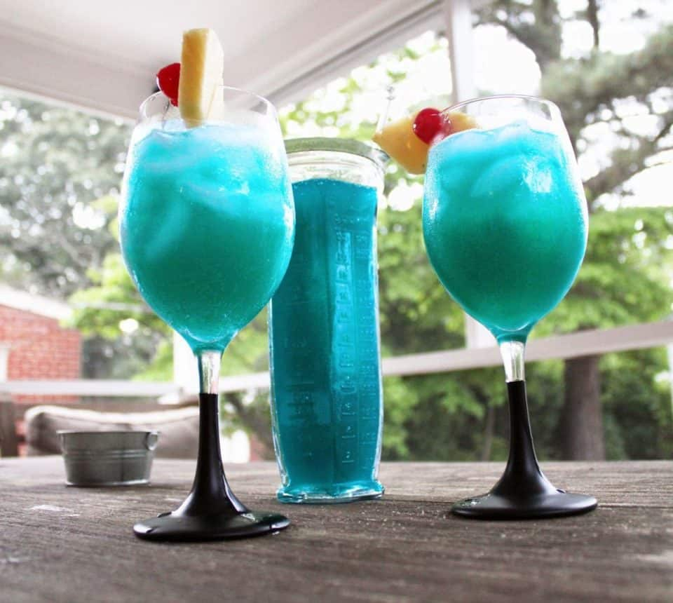 Blue Hawaiian girly drink 960x860 17 Girly Drinks That Every Man Should Try
