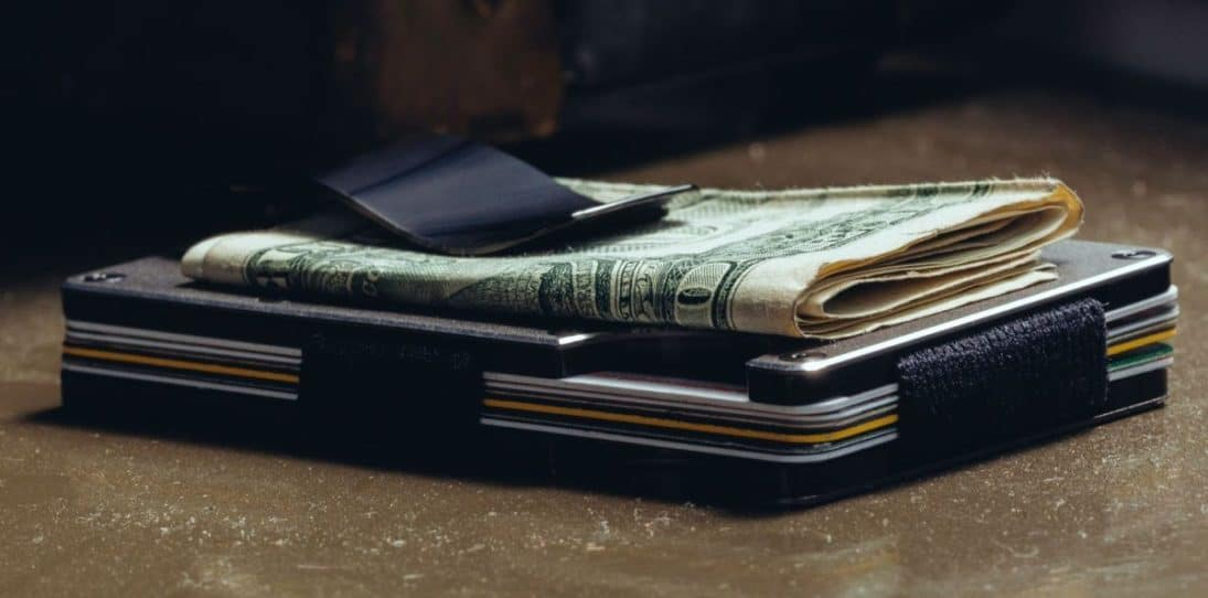 26 Best Slim Wallets For Men For Any Pocket (2021 Edition)