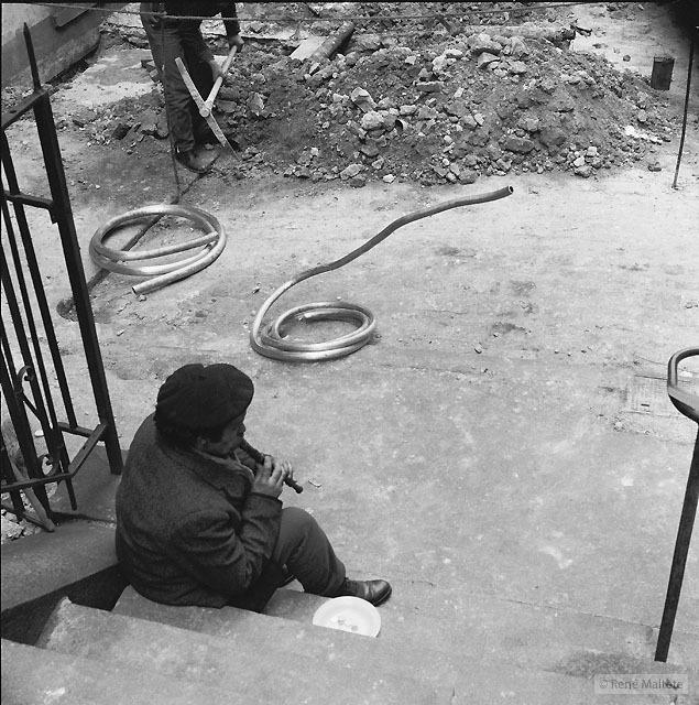 Serpent – René Maltête street photograph