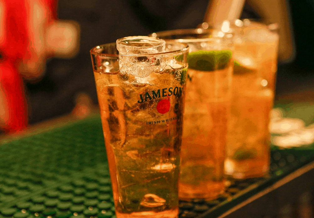 Jameson and Ginger – whiskey drink