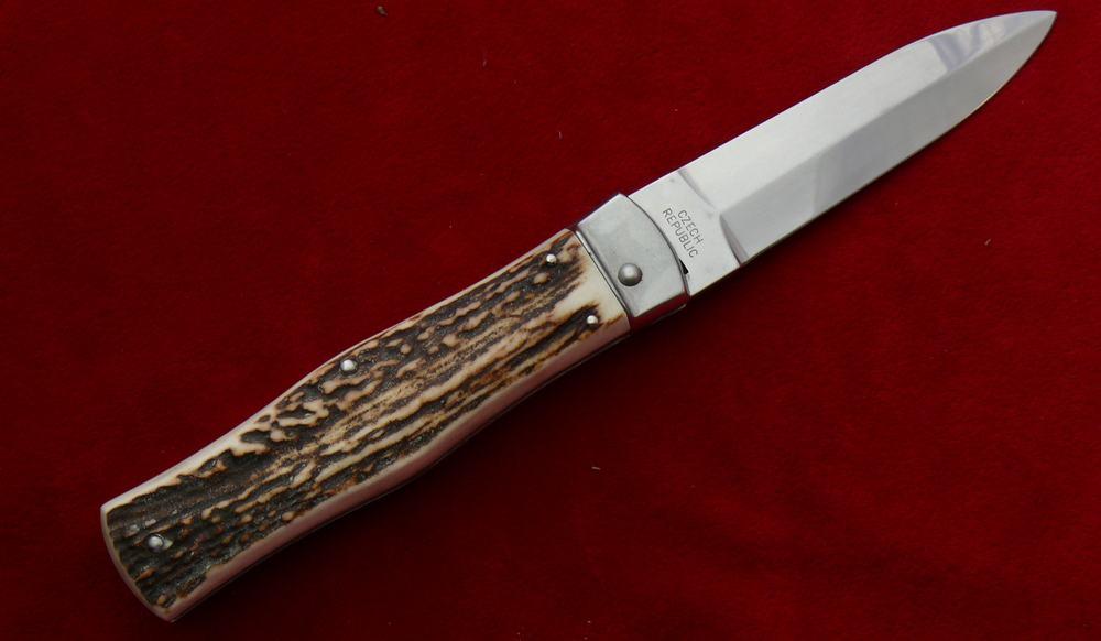 Mikov Predator – automatic knife