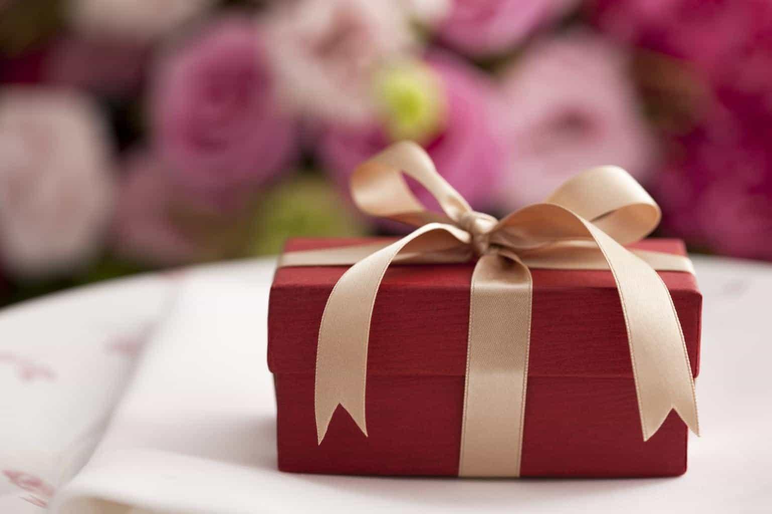 Seding a Gift – wedding etiquette