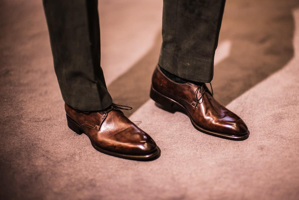 Shine – brown shoes black pants