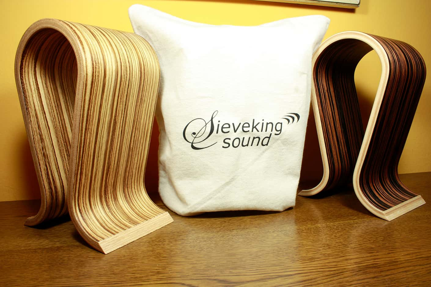 Sieveking Sound Omega – headphone stand