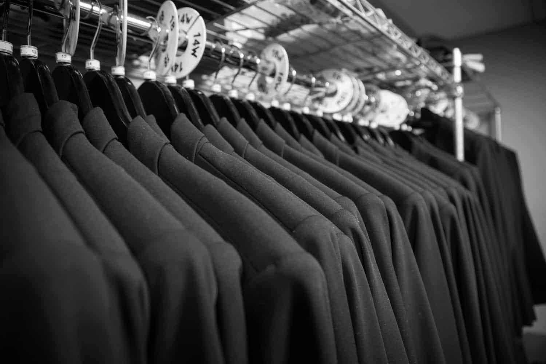 Dark Colors – men dress for body type