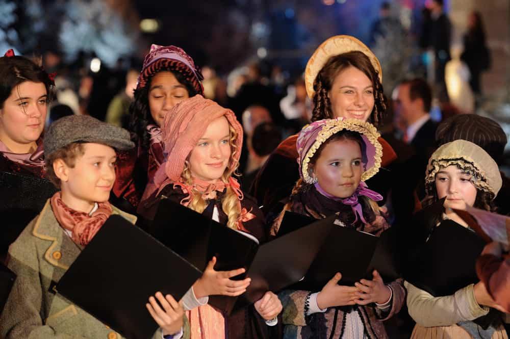 Caroling – holiday tradition