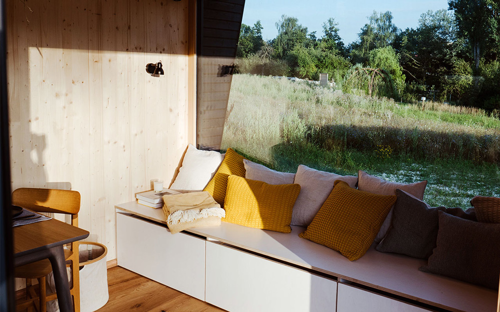 Cabin One Minimal House – dining area