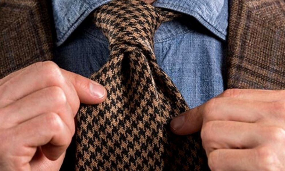 Four In Hand Knot tie knots 13 Types of Tie Knots to Master   Different Ways to Wear Neckties