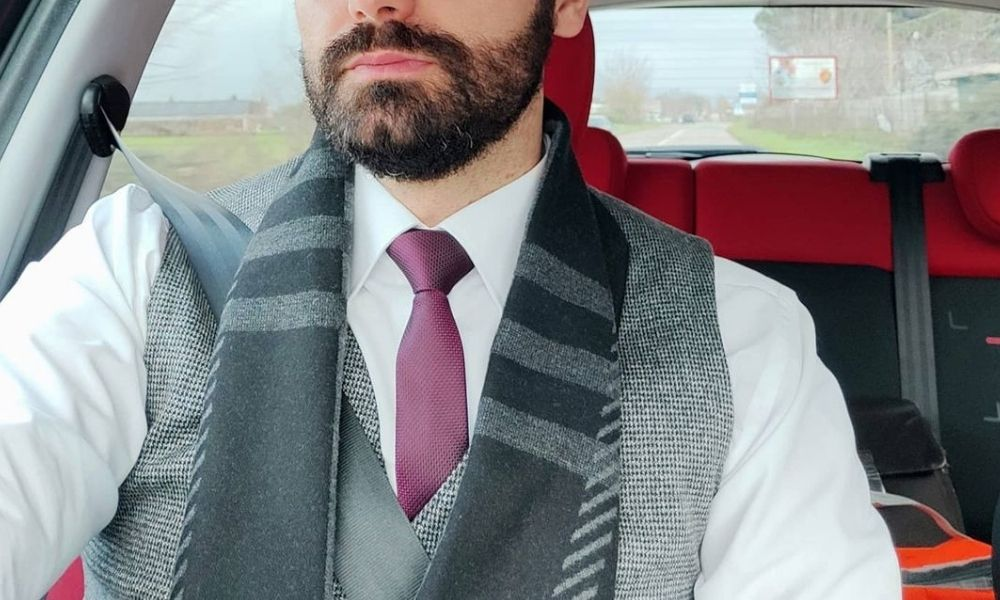 The classic Full Windsor tie knot