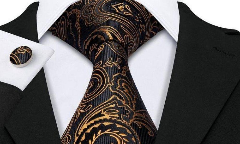 The versatile Half Windsor tie knot