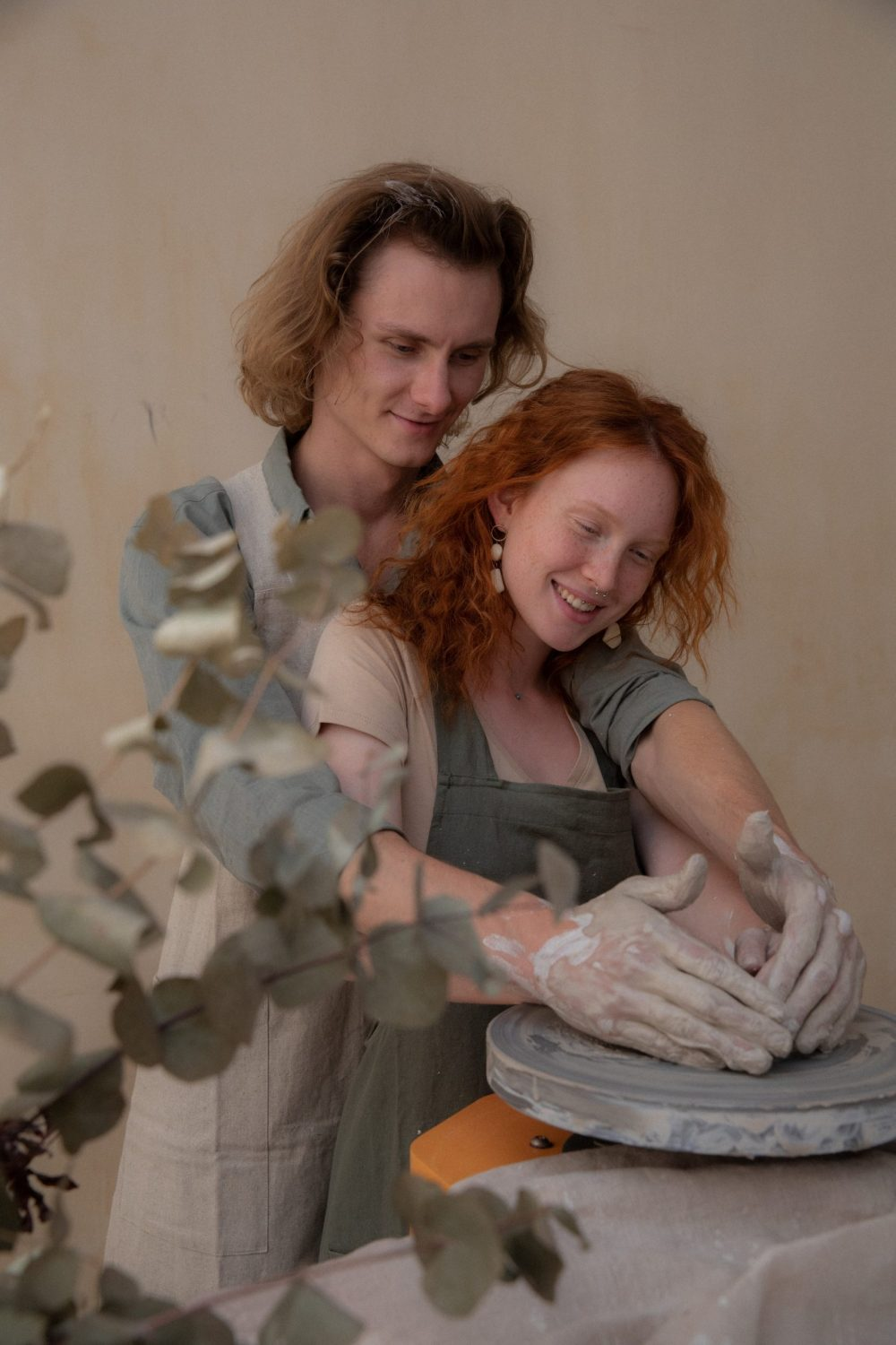 A couple at the pottery wheel - Crafting date
