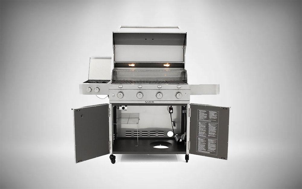 The 4-burner Saber Premium 670 with side burner