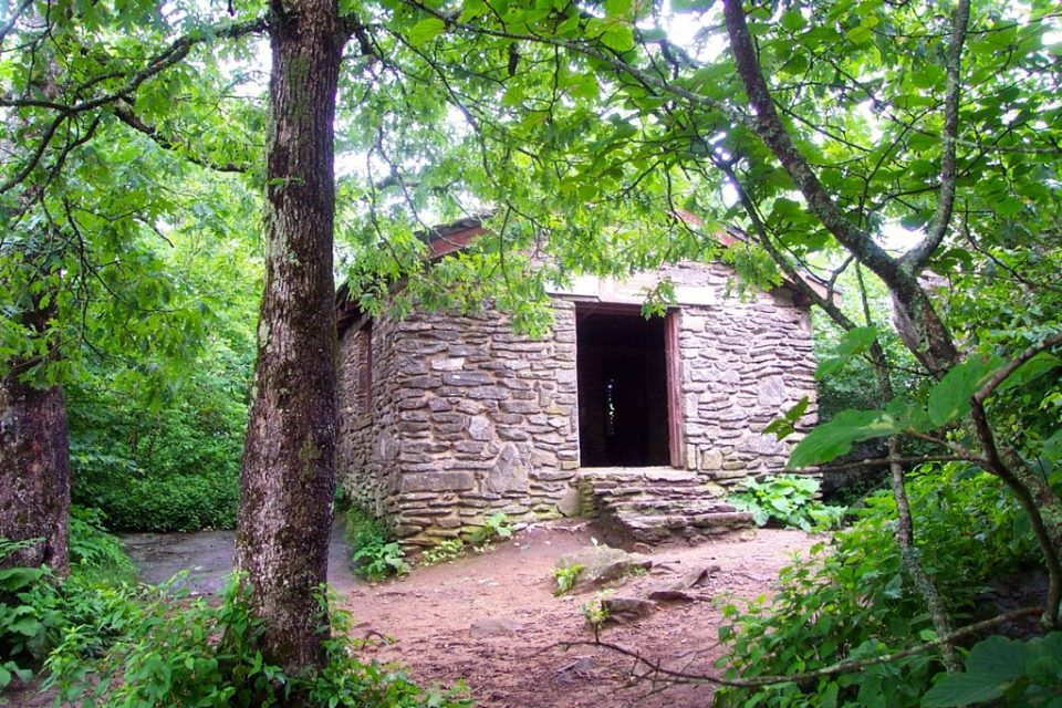AppTBloodMountain 960x640 28 Must Stay Appalachian Trail Shelters (State by State Guide)
