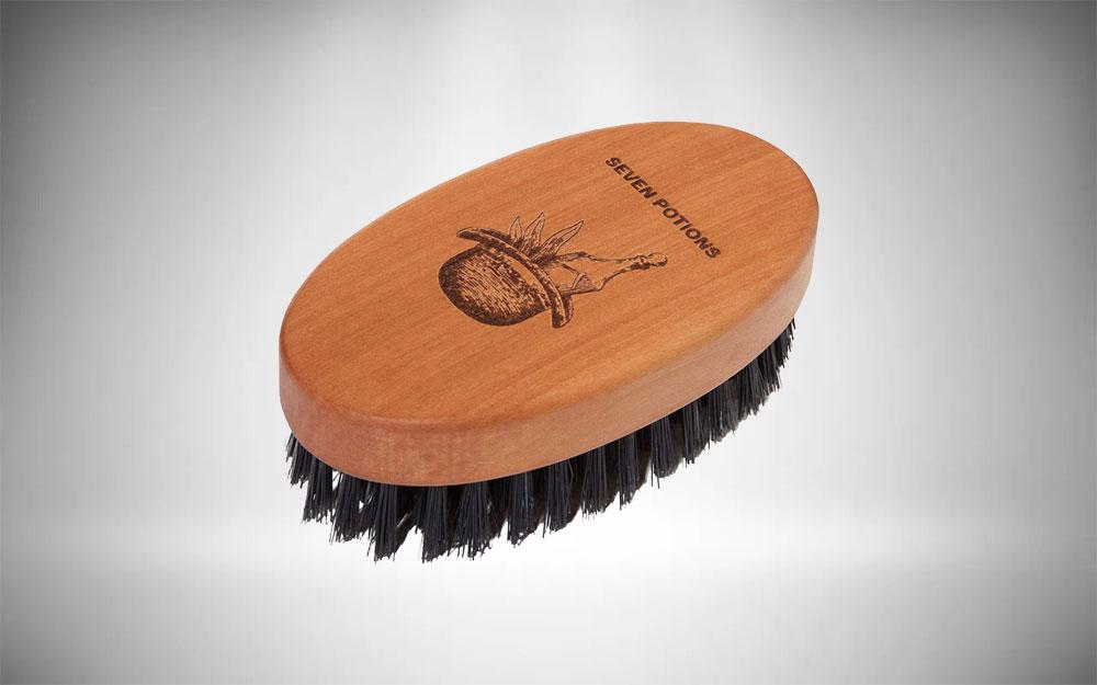 Exfoliating beard brush for removing dandruff on face